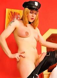 Barbara Kysivics as a sexy cop