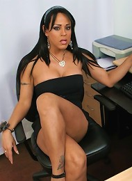 hot Argentinian shemale Lanna with a black dress and a small tiny cock under