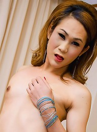 Exotic tranny Jenny getting off while stroking off