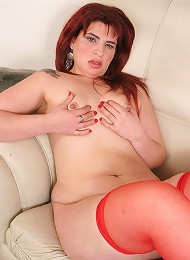 Horny Vanesa toys her hole with a green stick